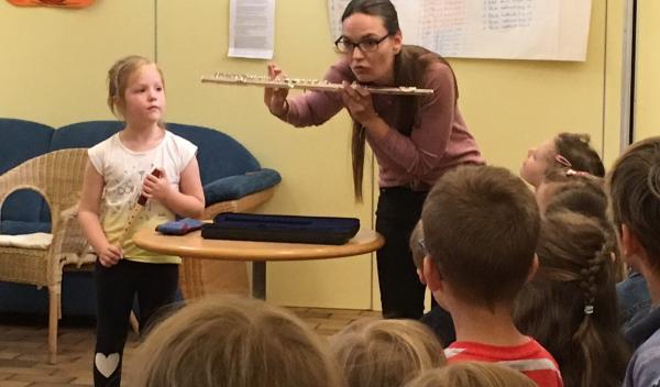 Im Rahmen unseres Musikprojektes lernten die Kinder viele verschiedene Instrumente kennen